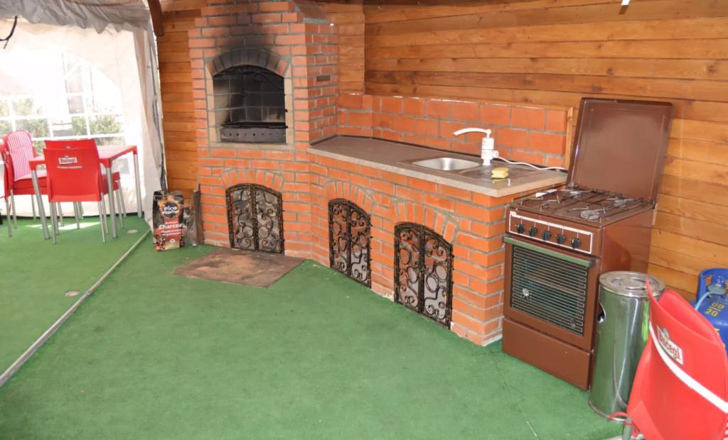 venesis-house-sighisoara-bbq-oven-stove