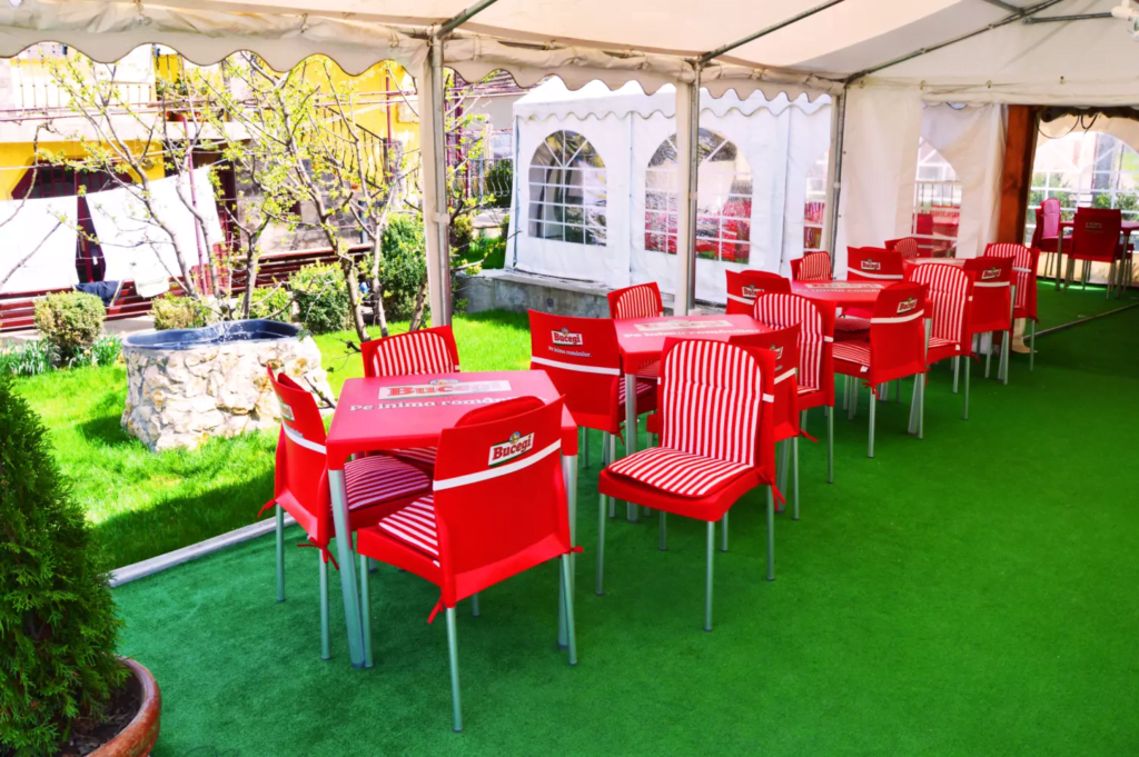venesis-house-sighisoara-garden-chairs-tabels