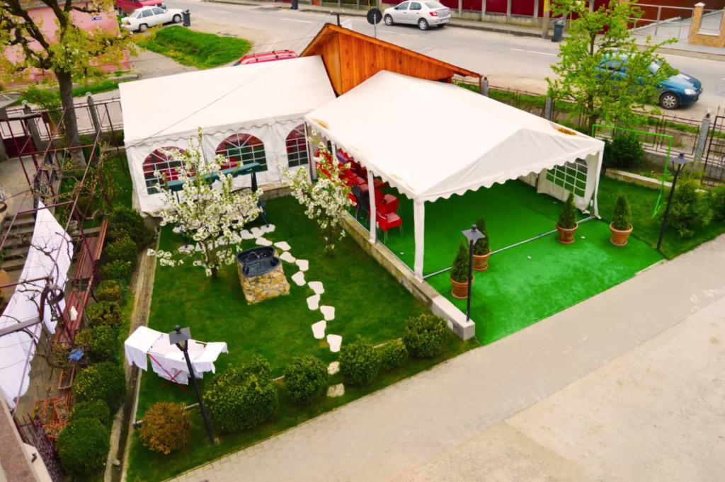 venesis-house-sighisoara-garden-tent-trees-top-view