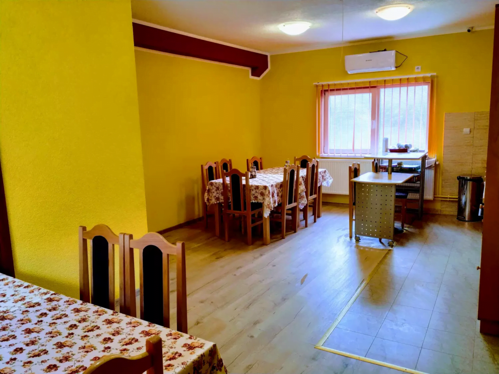 venesis-house-sighisoara-kitchen-tables-chairs