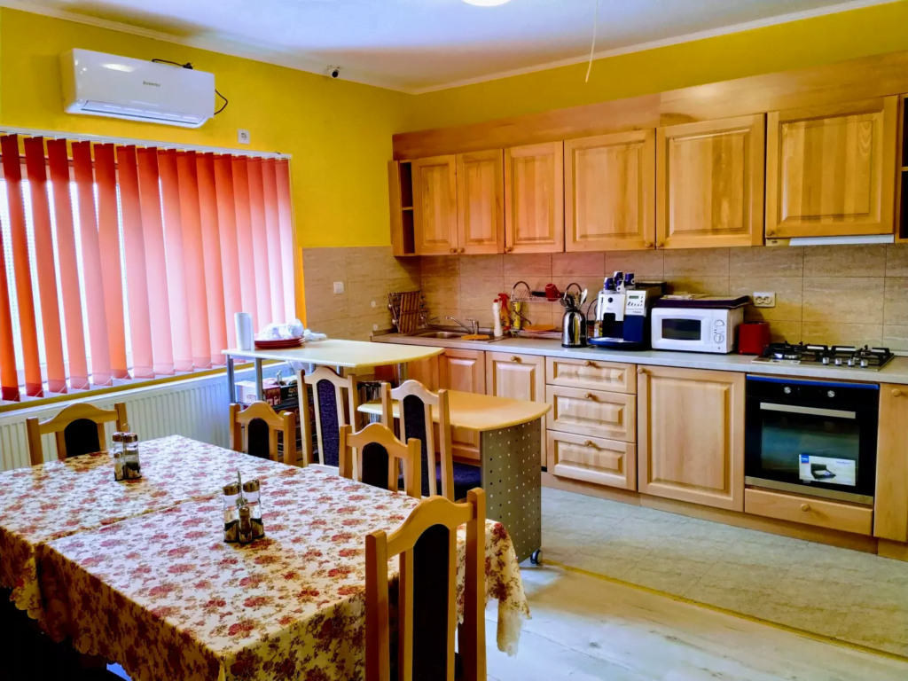 venesis-house-sighisoara-kitchen-tables-chairs-oven-stove-coffee-machine-microwave