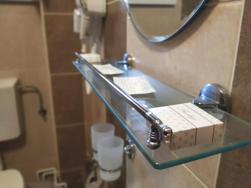 venesis-house-sighisoara-room-no-2-bathroom-toiletries