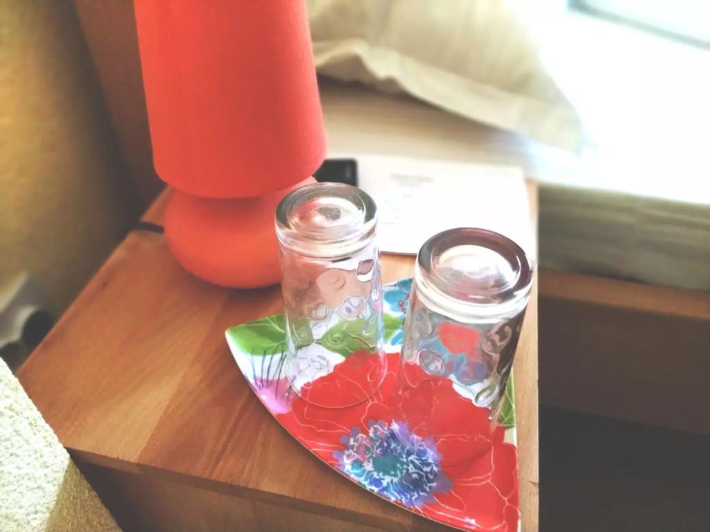 venesis-house-sighisoara-room-no-2-lamp-bed-2-glasses