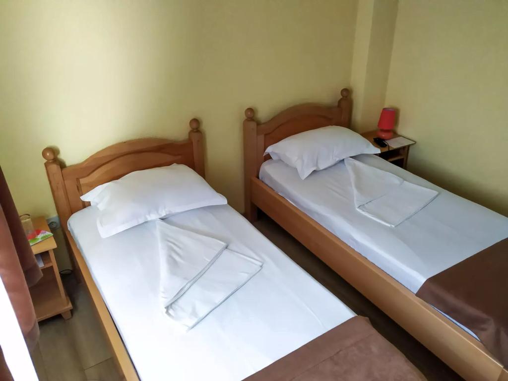 venesis-house-sighisoara-room-no-3-twin-room-2-single-beds-2
