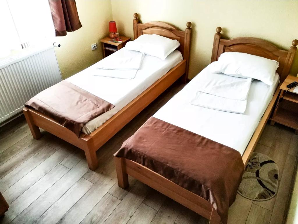 venesis-house-sighisoara-room-no-3-twin-room-2-single-beds-3