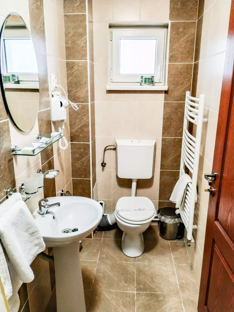 venesis-house-sighisoara-room-no-3-twin-room-bathroom-sink-toilet-towels