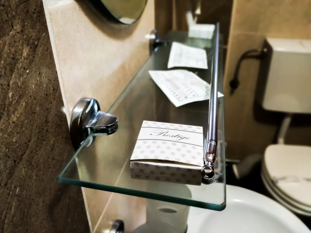 venesis-house-sighisoara-room-no-3-twin-room-bathroom-toiletries