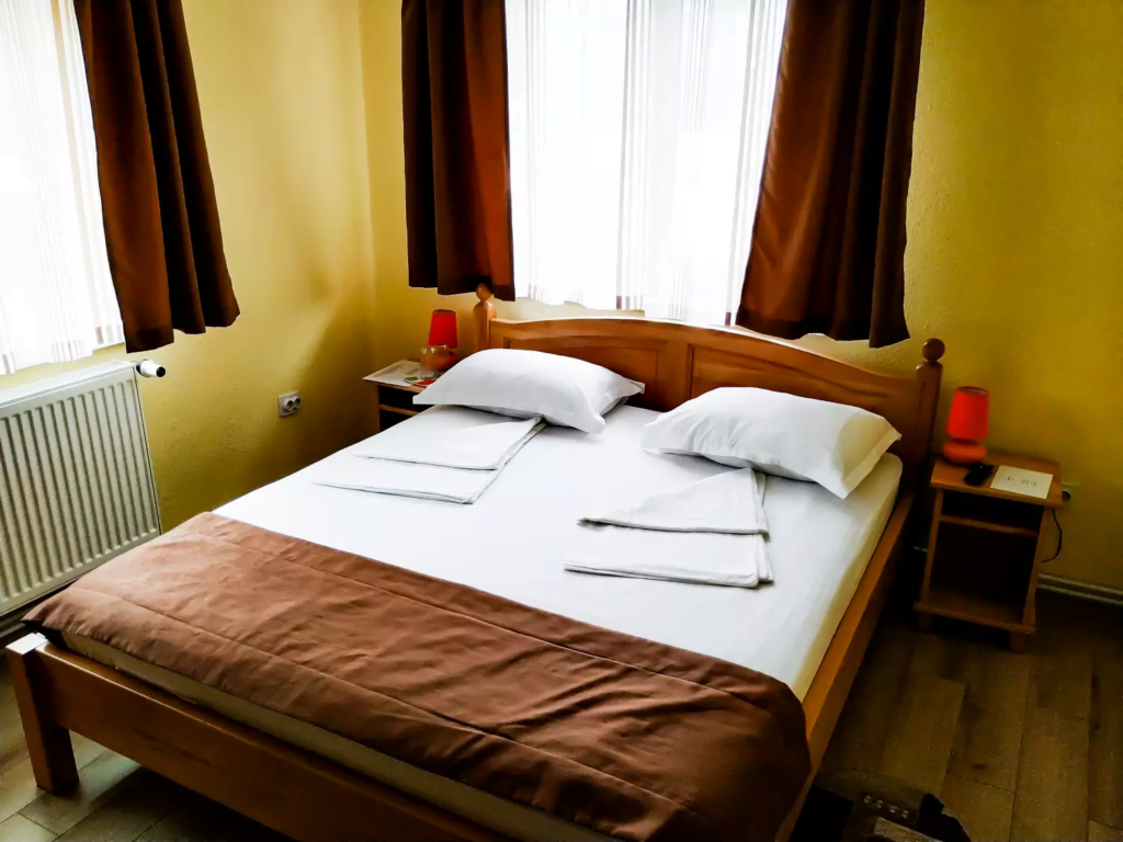 venesis-house-sighisoara-room-no-4-double-room-1-double-bed-clean-sheets