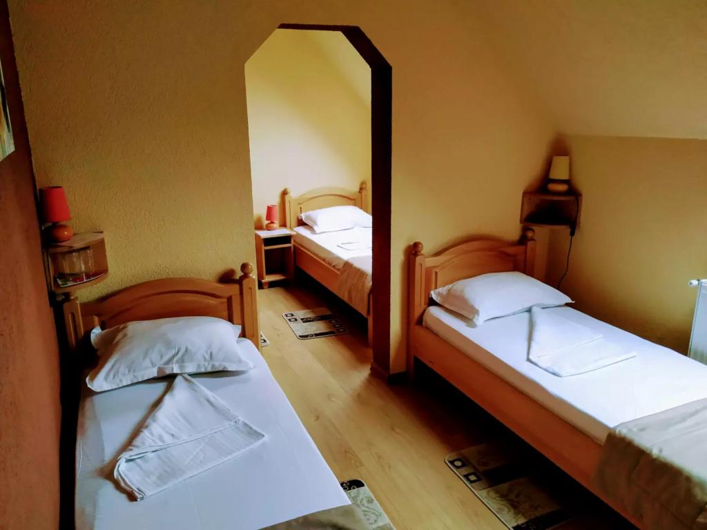 venesis-house-sighisoara-room-no-7-4-single-beds