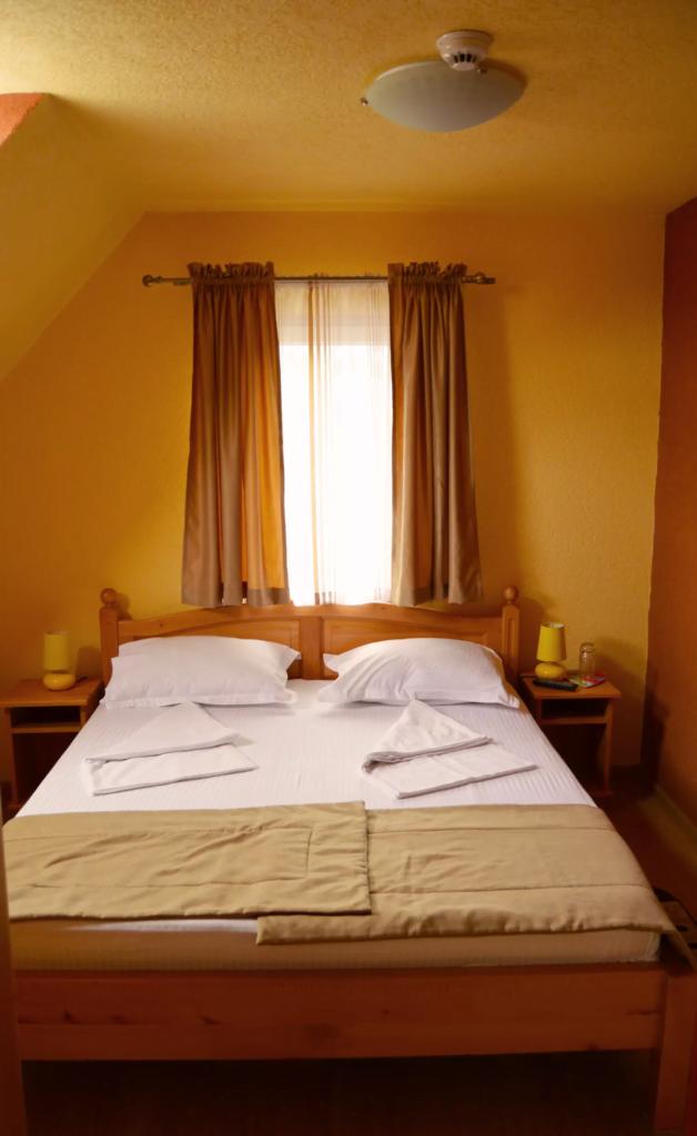 venesis-house-sighisoara-room-no-9-1-double-bed