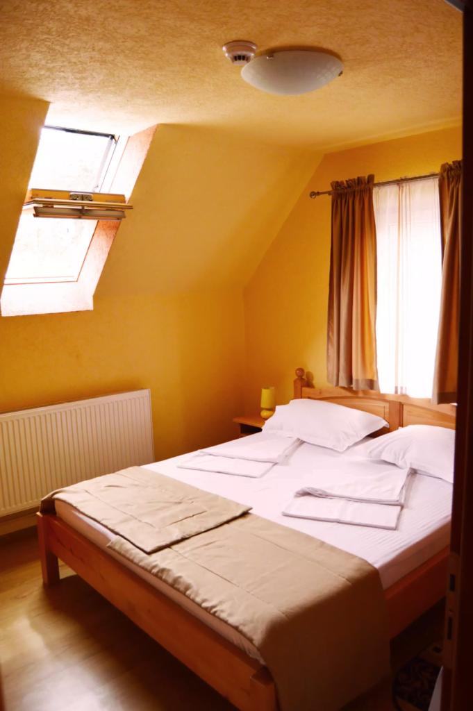 venesis-house-sighisoara-room-no-9-double-room-1-double-bed