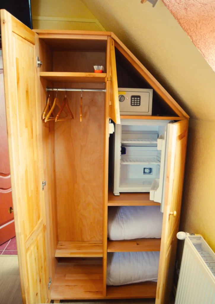 venesis-house-sighisoara-room-no-9-wardrobe-safe-minibar